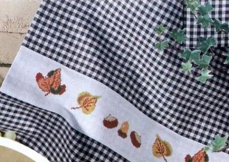 Комплект с осенниями листьями