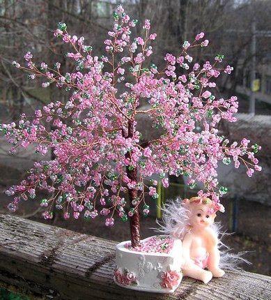 Цветущая сакура из бисера